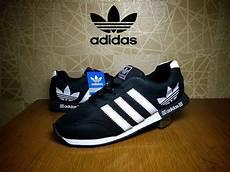 jual sepatu sport adidas neo v racer hitam putih casual pria di lapak edwin elips ii