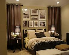 schlafzimmer gardinen ideen guest bedroom use curtains to frame the bed this