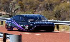 la voiture qui consomme le moins d 233 tours voici la voiture solaire qui consomme le moins d 233 nergie au monde