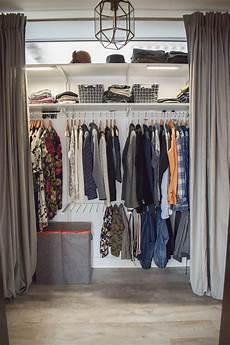 Begehbarer Kleiderschrank Mit Vorhang - aufbewahrung f 252 r kleider mit wenko w 228 sche