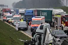 Autobahn Unfall Heute - autobahn gesperrt schwerer unfall auf der a8 bei