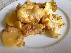 blumenkohl kartoffel auflauf kartoffel blumenkohl hack auflauf rezept mit bild