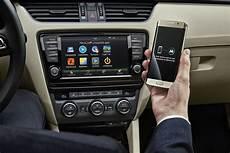 Skoda Presents Wireless Mirrorlink Tech At Mwc