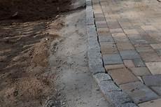 Randsteine Aus Granit In Beton Eingefasst Randsteine