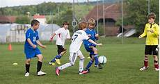 fussball le football sport des enfants j s les priorit 233 s de