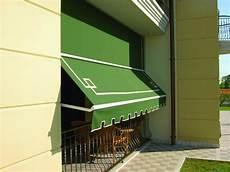 tende da sole con guide laterali prezzi tenda da sole a caduta con braccetti con guide laterali