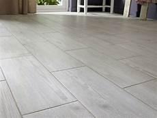 carrelage imitation parquet gris 13368 201 pingl 233 par pailes sur flooring carrelage imitation parquet carrelage parquet et