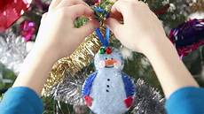 Decorations To Make Yourself by Diy Cracking Decorations You Can Make