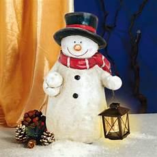 weihnachtlicher deko schneemann aus keramik mit laterne