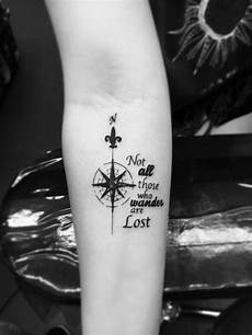 kompass unterarm not all those who wander are lost tattoos by alvaro