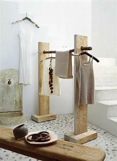 kleiderständer selber machen garderobenst 228 nder diy selber bauen recyceln aufh 228 nger holz