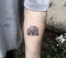 1001 id 233 es tatouage homme discret heureux