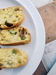Typisch Dänische Mitbringsel - cake mit b 252 ffelmozzarella zucchini und oliven 4 6 5