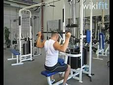 kabelziehen über kreuz fitness 252 bungen am kabelzug