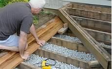 pavimenti in legno per giardini costruire pavimenti in legno per esterni giardini verdi