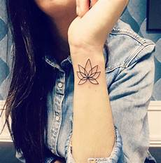 tattos ideen am handgelenk subtil und dezent