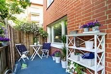 balcone e terrazzo balcone con fiori eg99 pineglen