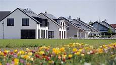 fast jeder zweite haushalt besitzt eine immobilie