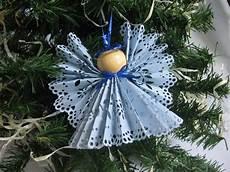 weihnachtsbaumschmuck basteln engel zierdeckchen papier