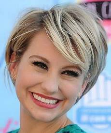 10 hairstyles while growing out short hair to experiment with hair style and color for