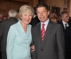 Ehemann Merkel Ist Kuratoriumsmitglied Der Friede