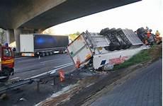 Unfall A8 Gestern - fotostrecke unfall auf der a 8 bei rutesheim lastwagen