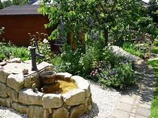 Unser Brunnen Im Garten Funkelgr 252 N Brunnen Garten