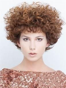 Dauerwelle Mittellange Haare - above the ears hairstyle with cherub curls