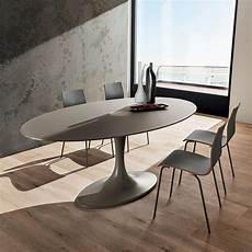 table design ovale en verre pied tulipe ruud 4 pieds