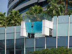 quot pool mit glasboden quot hotel crowne plaza dubai festival