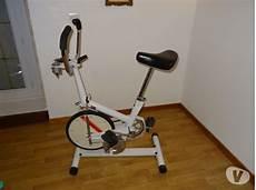 care vélo d appartement marque velo appartement le v 233 lo en image