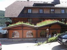 Haus Auf Dem Dach - kleine h 228 user mit bluemenwiese auf dem dach dachbegr 252 nung
