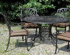 tavoli per esterni arredo in ferro e alluminio per il giardino