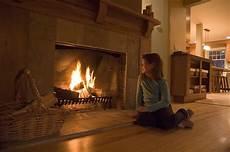 faux feu de cheminée autour d un feu de cheminee