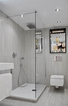 Kleines Bad Dusche Graue Fliesen Matt Duscheabtrennung