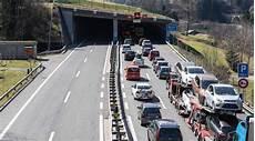 News Ch Ferienverkehr Vor Gotthard Tunnel Staut Sich Auf