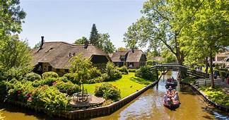 From Amsterdam Giethoorn & Enclosing Dike Full Day Tour