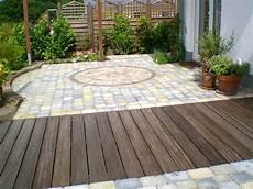 terrassengestaltung mit holz dirk eichel garten und landschaftsbau materialkombination