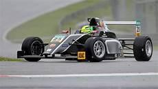 Formel 4 Pilot Mick Schumacher Handbruch Nach Crash B Z