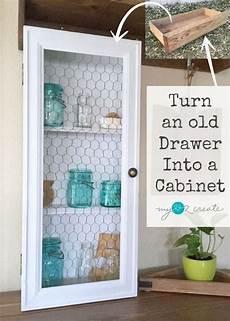 Verwenden Sie Eine Alte Schublade Und Etwas Schrott Um