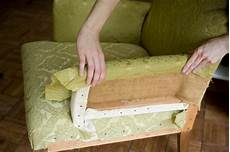 rückenlehne polstern anleitung sofa sessel neu beziehen lassen 187 diese kosten entstehen