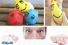 luftballon mit mehl füllen knetball anti stress selber machen diy anleitung