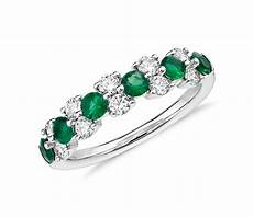 emerald and diamond garland ring in 18k white gold 1 2 ct