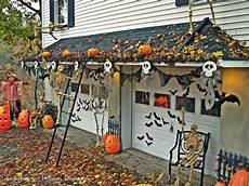 Garage Door Decorations by Awesome Garage Door Decorating Ideas For Do It