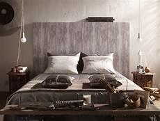 tete de lit bois peint une t 234 te de lit en papier peint imitation bois bed