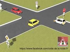 passage du code de la route ordre de passage des voitures panonceau