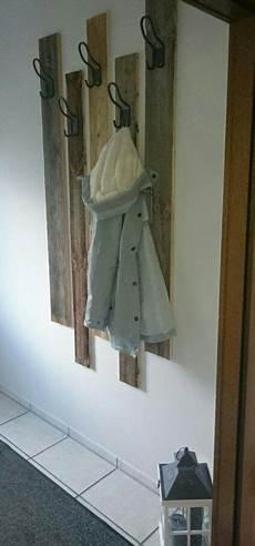 garderobe aus alten brettern diy garderobe aus rustikalem holz bretter mit haken