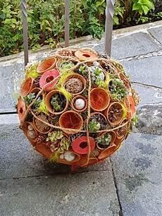 Gartendeko Selber Bauen - tont 246 pfe mit montagekleber auf die styroporkugel kleben