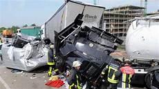 Unfall Hessen Heute - toter bei lkw unfall auf standstreifen der a5