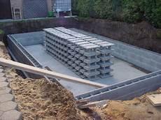 Pool Mauern Oder Betonieren - beckenwand schwimmbad selbstbau magazin fkb